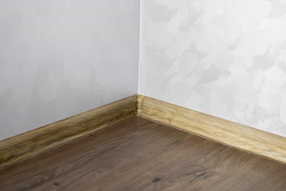wall wood skirting